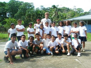 Free volunteer work in Latin America: Volunteer gives sport classes in school in Cocles, Puerto Viejo