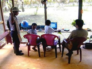 Volunteer in Costa Rica El puente - help children with computer skills
