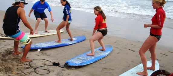 surf classes at th ebeach of Montañita